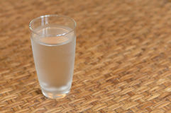 Стекло холодной питьевой воды Стоковые Фотографии RF