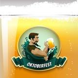 Стекло человека и пива с tracery сказания конструирует Стоковые Изображения