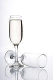 Стекло шампанского и пустого стекла шампанского Стоковые Фотографии RF