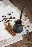 стекло espresso кофе cezve холодное как, котор служят малая турецкая вода Стоковое Изображение RF