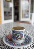 стекло espresso кофе cezve холодное как, котор служят малая турецкая вода Стоковые Фотографии RF
