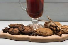 Стекло glintwein или обдумыванного горячего вина Стоковые Фотографии RF