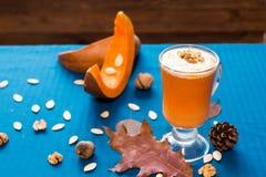 Стекло smoothies тыквы стоковое изображение
