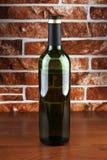 Стеклянная бутылка на таблице Стоковое Изображение