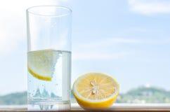 стеклянная вода лимона Стоковая Фотография RF