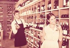стеклянная женщина вина удерживания Стоковые Фотографии RF