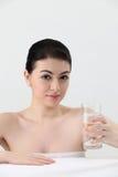 стеклянная женщина воды удерживания Стоковое Фото