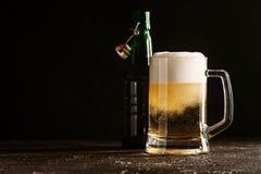 Стеклянная кружка светлого пива Стоковое Изображение