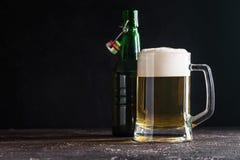 Стеклянная кружка светлого пива Стоковое Изображение RF