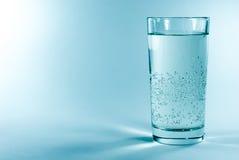 стеклянная минеральная вода Стоковое фото RF