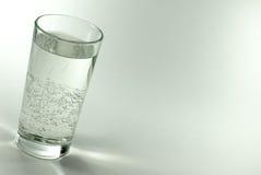 стеклянная минеральная вода Стоковое Изображение RF
