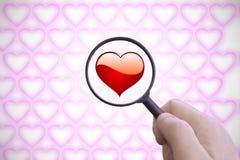 стеклянная рука увеличивая Искать влюбленность Стоковое Изображение