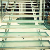 стеклянная самомоднейшая лестница Стоковые Фото