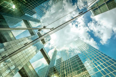 Стеклянная стена современного здания небоскреба Стоковая Фотография RF