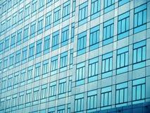 Стеклянная стена с открытыми окнами Стоковое Фото