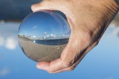 Стеклянная сфера с маяком hellevoetsluis Стоковые Изображения RF
