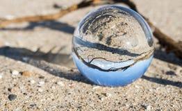 Стеклянная сфера с маяком hellevoetsluis Стоковые Фото