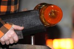 Стеклянная фабрика, glassworks, стеклянная воздуходувка Стоковая Фотография