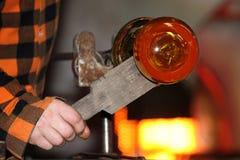 Стеклянная фабрика, glassworks, стеклянная воздуходувка Стоковое фото RF