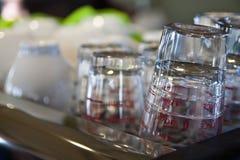 Стеклянная чашка и керамическая чашка Стоковые Изображения