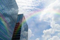 Стеклянное здание с радугой Стоковое Изображение