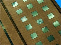 Стеклянное каменное здание Стоковые Фотографии RF