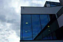 Стеклянное корпоративное здание Стоковые Изображения RF