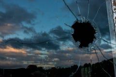 Стеклянное bullethole Стоковая Фотография