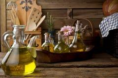 Стеклянные бутылки с оливковым маслом Стоковое Фото