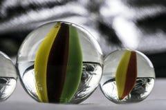 стеклянные мраморы на белой предпосылке Стоковое Изображение RF