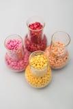 Стеклянные склянки с пилюльками стоковое фото
