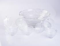 стеклянные чашка или комплект стеклянной чашки на предпосылке Стоковое Изображение RF