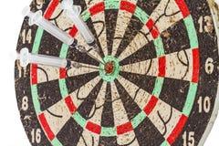 Стеклянные шприц и игла как стрелки дротиков в цели центризуют Стоковые Изображения