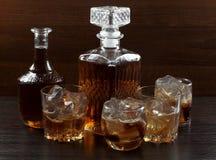 Стеклянный виски на темноте 7 Стоковые Изображения
