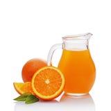 Стеклянный кувшин сока с куском апельсина Стоковая Фотография RF