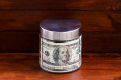 Стеклянный опарник с долларовыми банкнотами Стоковое Фото