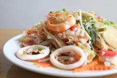 Стеклянный салат лапши с семенить морепродуктами Стоковые Изображения RF
