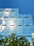 Стеклянный фасад современного офисного здания Стоковая Фотография RF