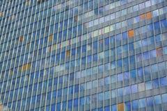 Стеклянный фасад современного офисного здания Стоковое Изображение