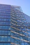 Стеклянный фасад современного офисного здания Стоковые Фото