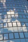 Стеклянный фасад современного офисного здания Стоковое фото RF