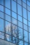 Стеклянный фасад современного офисного здания Стоковые Изображения RF