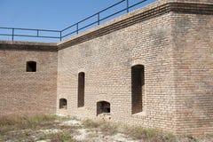 Стена бастиона вдоль снаружи исторического форта Gaines в острове Алабаме дофина Стоковые Изображения