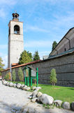 Стена башни с часами и церков в Bansko Стоковое фото RF