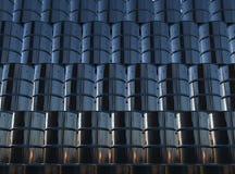 Стена бочонков черного смазочного минерального масла Стоковые Фотографии RF