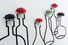 стена вазы цветков Стоковая Фотография RF