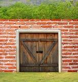 стена валов двери кирпича Стоковые Изображения