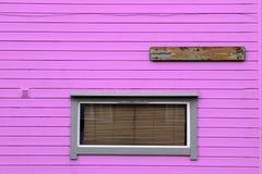 Стена венецианских шторок Windows деревянная розовая Стоковые Фотографии RF
