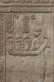 стена виска carvings египетская иероглифическая стоковое изображение