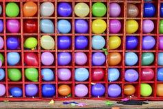 Стена воздушных шаров, некоторых хлопнула Игра дротика масленицы Стоковые Фото
